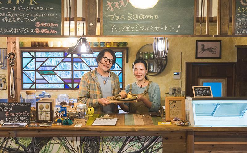 淡路島のジェラート&カフェのらのオーナーのタダシくんとマイちゃん