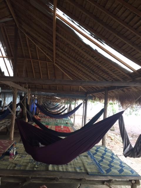 海の家のようなハンモックの吊るしてある休憩所がたくさんあった