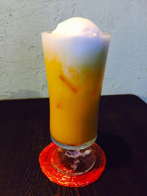 オレンジジュースに、しぼりたてミルクのアイス